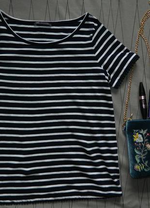 Стильная полосатая футболка
