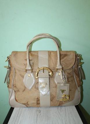 Красивая кожанная сумочка