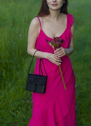 Платье цвета фуксия в бельевом стиле