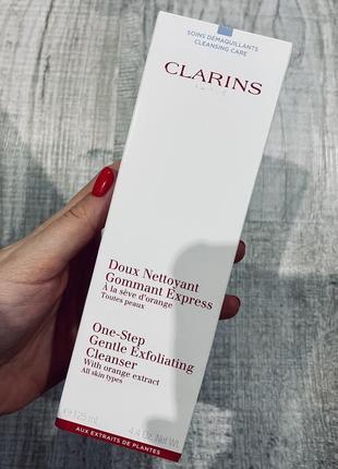 Очищающий пенящийся крем с отшелушивающим эффектом от clarins