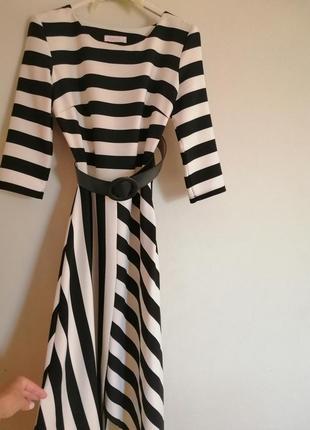 Стильна смугаста сукня