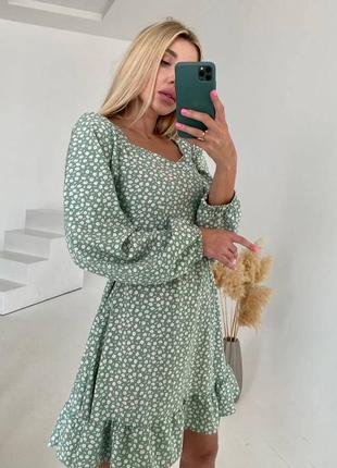 Оливковое платье в цветочный принт