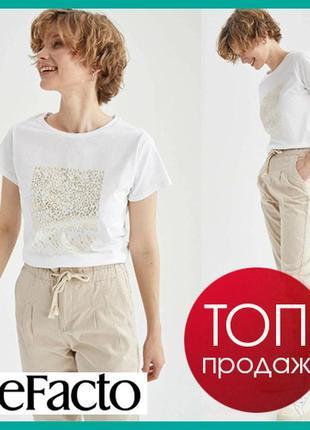 Белая женская футболка defacto  дефакто с золотистым принтом get glowing