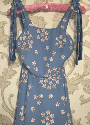 Летнее голубое платье в цветочный принт