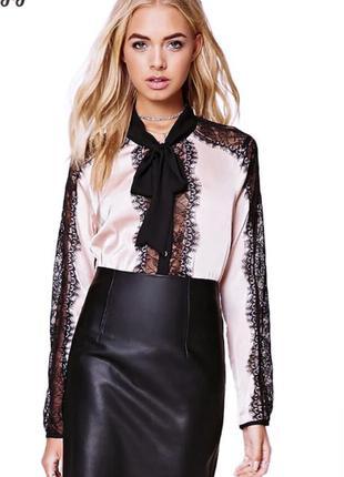 Блуза с кружевом и бантом
