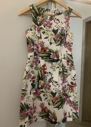 Красивое белое платье в цветочный принт mohito размер 34