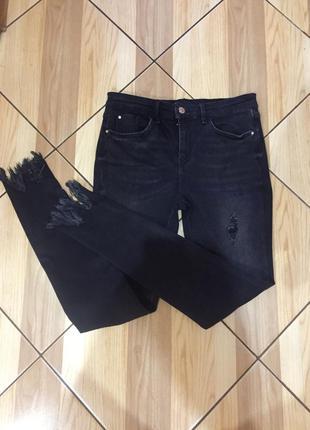 Рваные джинсы с интересным низом