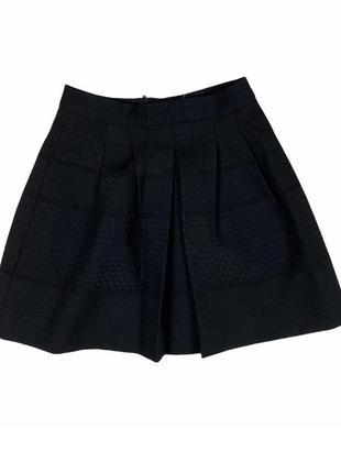 Классная,плотная юбка ,держит форму ,фактурная