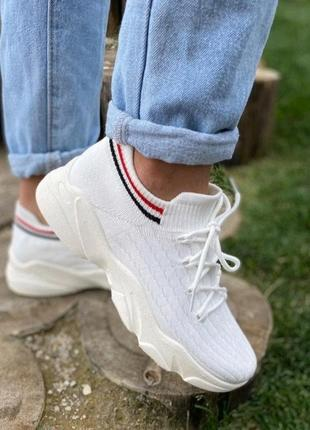 Стильные женские кроссовки/слипоны