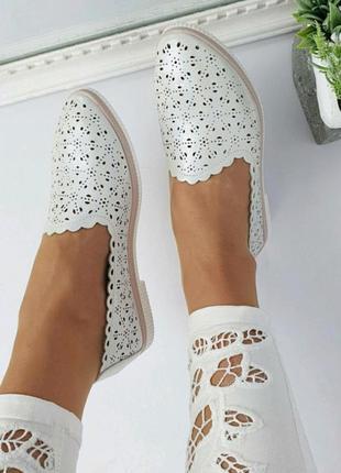 Туфли на низком каблуке, жемчужного цвета, перламутр, дышащие