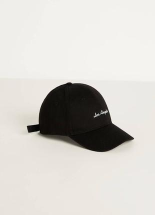 Чёрная кепка bershka