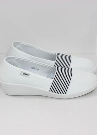 Женские белые летние текстильные туфли балетки эспадрильи на танкетке