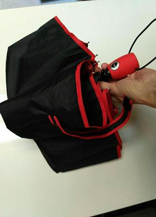 Зонт полуавтомат с красной каймой и красной ручкой.
