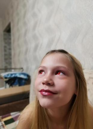 Красные контактные линзы