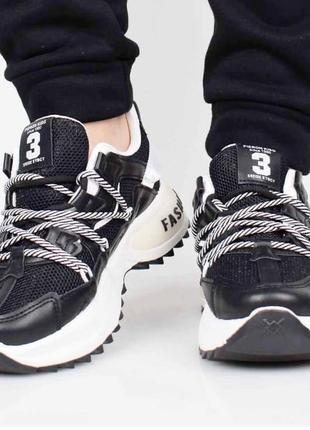 Массивные женские кроссовки / новинка / чёрные