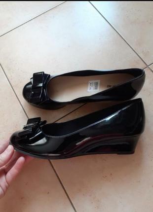 Туфли нарядные,туфли черные,туфли лакированные