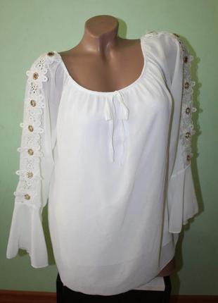Красивая блуза с ришелье и камушками