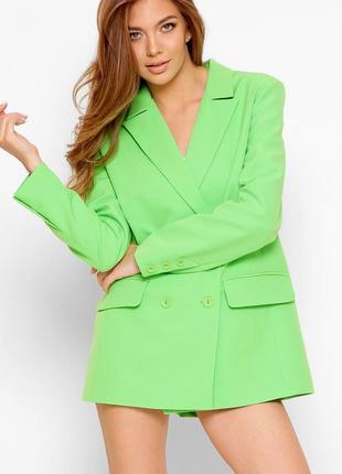Салатовый свободный двубортный пиджак