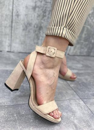 Женские босоножки на каблуке, открытая пятка нарядные