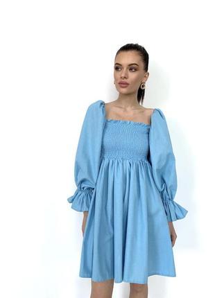 Голубое льняное платье с квадратным вырезом и обьемными рукавами