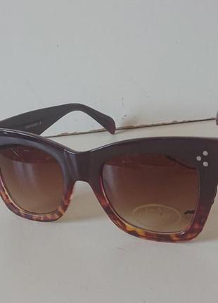 Фирменные качественные солнцезащитные очки из германии.