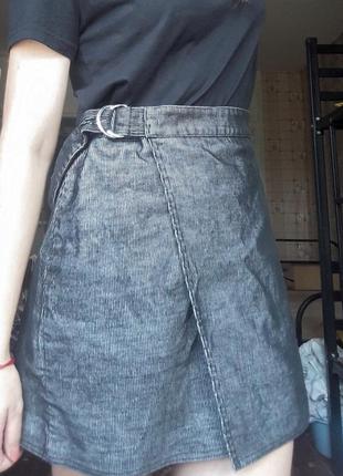 Серая вельветовая юбка на запах