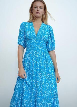 Zara платье принт голубое , s