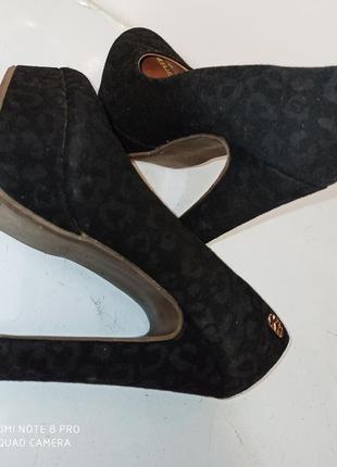 Фирменные туфли босоножки на высоком каблуке