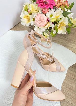 Обалденные туфли светло-бежевые с красивыми вставками