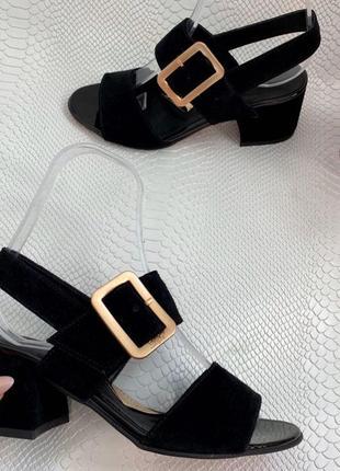 Замшевые черные босоножки на каблуке 5 см,цвет может быть любым