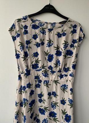 Платье цветочное хлопковое жатая ткань по фигуре синее принт с цветами