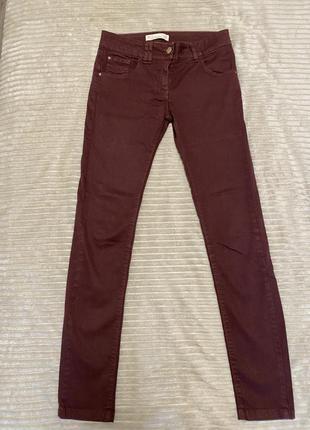 Стильные джинсы необычного цвета