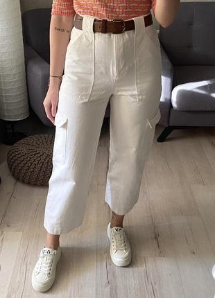 Высокие джинсы с накладными карманами zara из свежих коллекций