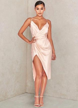 Телесное сатиновое платье coco с драпировкой на спине2 фото