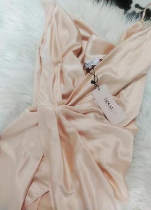 Телесное сатиновое платье coco с драпировкой на спине4 фото