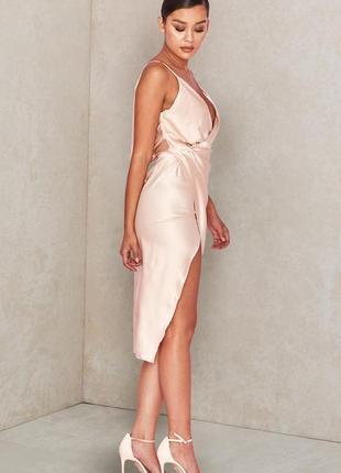Телесное сатиновое платье coco с драпировкой на спине5 фото