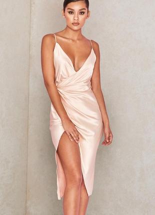 Телесное сатиновое платье coco с драпировкой на спине9 фото