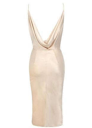 Телесное сатиновое платье coco с драпировкой на спине7 фото