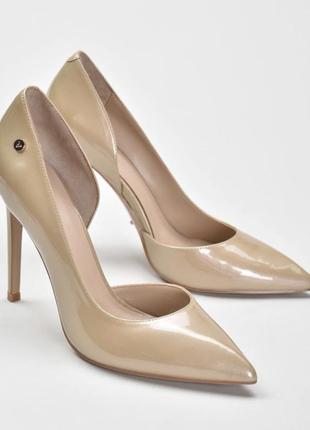 Продам классические туфли