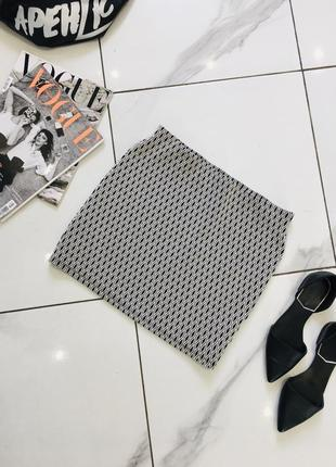 Красивая мини юбка с узором геометрия от zara trafaluc