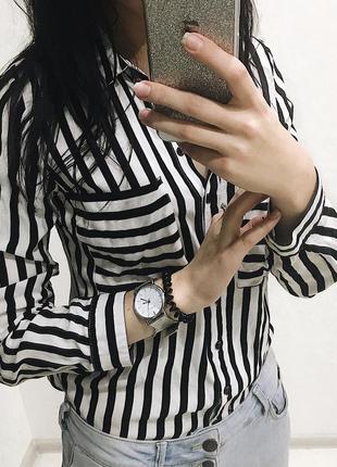 Рубашка в черно-белую полоску