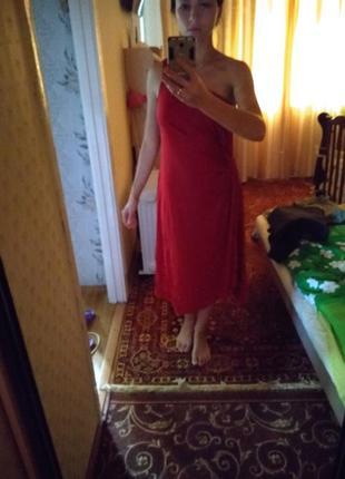 Красное яркое платье
