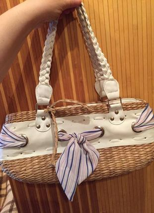 Симпатичная сумка из соломки