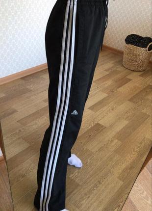 Спортивные штаны на высокой посадке от adidas