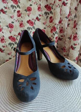 Шикарные замшевые туфли clarks, р.7