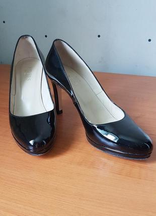 Эффектная классика, лаковые туфли hobbs