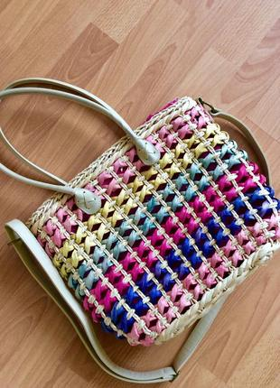 Яркая плетёная сумочка