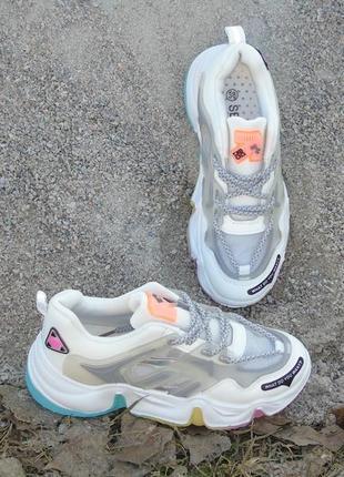 В наличии крутые молодежные кроссовки