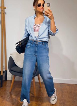 Женские синие джинсы тренд 2021 года