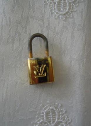 Винтажный замочек, подвеска на сумку, украшение louis vuitton vintage brass padlock,100% оригинал!